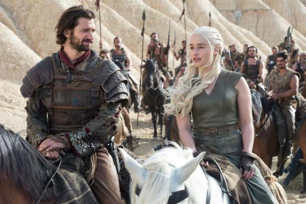 Game of Thrones' Daario Naharis (Michiel Huisman) and Daenerys Targaryen (Emilia Clarke). Photo from watchersonthewall.com