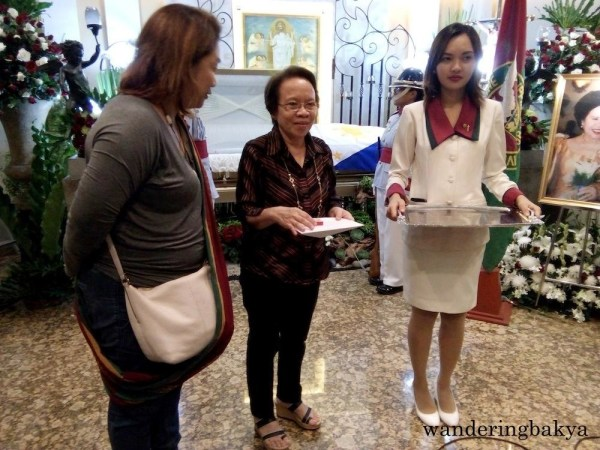 Nenalyn Defensor received a plaque from UP Vanguards. Photo by Joan.