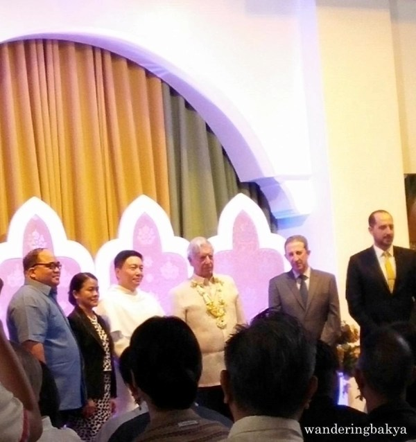 Awarding of the title Honorary Professor to Mr. Mario Vargas Llosa by Rev. Fr. Richard G. Ang, O.P., assisted by Prof. Clarita D. Carillo, Ph. D., Vice-Rector for Academic Affairs UST (second from left), Ambassador Luis Antonio Calvo (fourth from left) and Carlos Madrid, Director of Instituto Cervantes Manila (extreme right). Also on the photo is Prof. Michael Anthony Vasco, Ph.D. (extreme left).