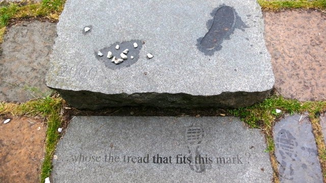 Whose the tread that fits this mark plaque in Edinburgh