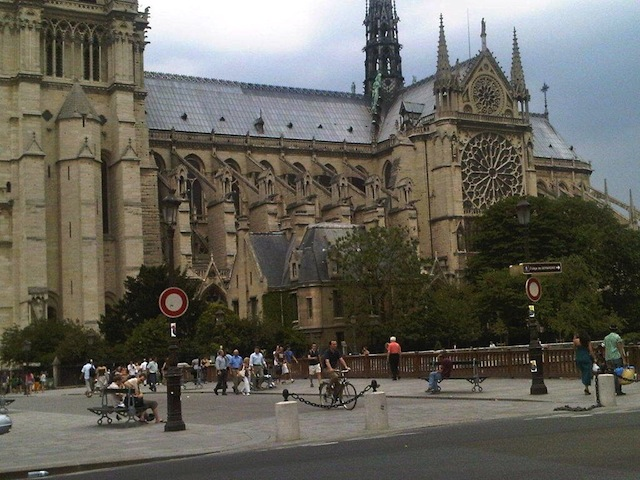 Free luxury travel Notre Dame Cathedral Paris France