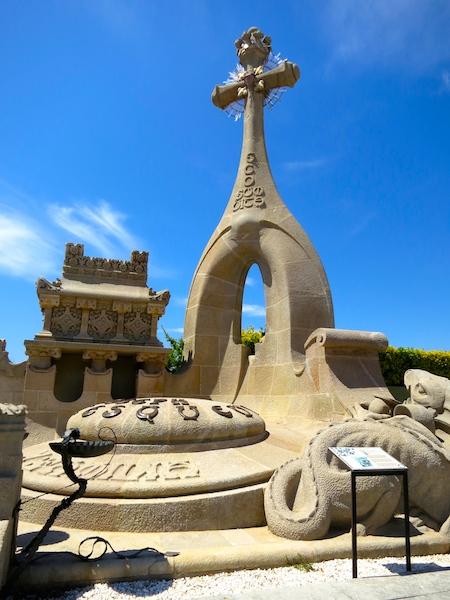 Tombstone tourism, Catalan modernism, Lloret de Mar cemetery