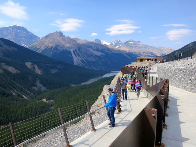 Glacier Skywalk Icefields Parkway Tour, Columbia Icefield Canadian rockies