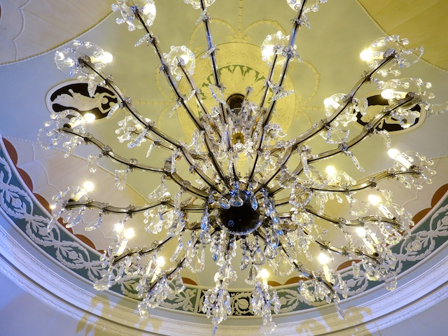 Review The Pierre Hotel New York chandelier