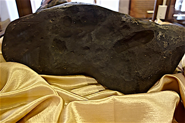 things-to-do-in-loket-czech-republic-see-the-meteorite