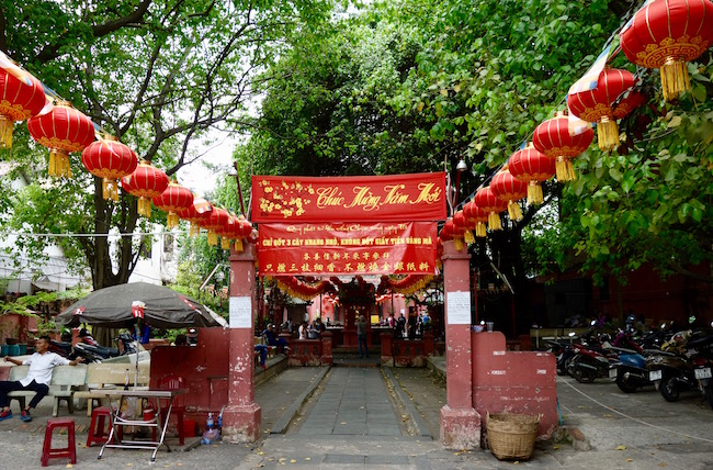 Jade Emperor Pagoda Saigon attraction