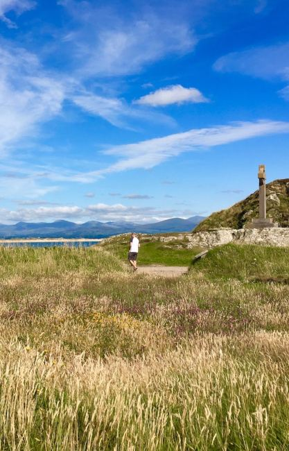 The story of St Dwynwen on Llanddwyn Island in Wales is a sad part of history. The Welsh patron saint of lovers, St Dwynwen made this remote island home. Visit yourself or click through for the story.