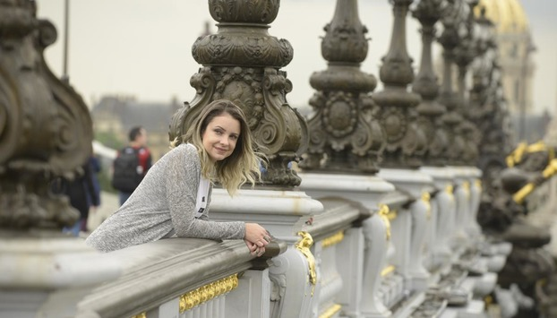Luxury tours in Paris, private photo shoot of woman