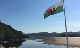Wales itinerary, scenery with flag