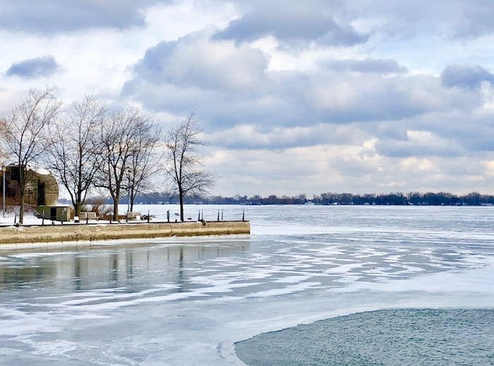 Winter activities in TO, walk along the waterfront