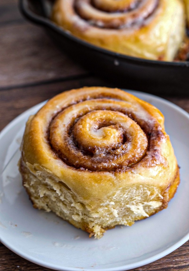jumbo vegan cinnamon rolls