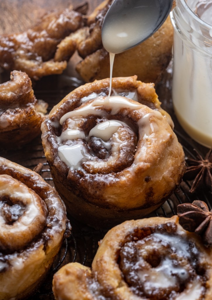 Cinnamon Roll Muffins (vegan, no yeast)