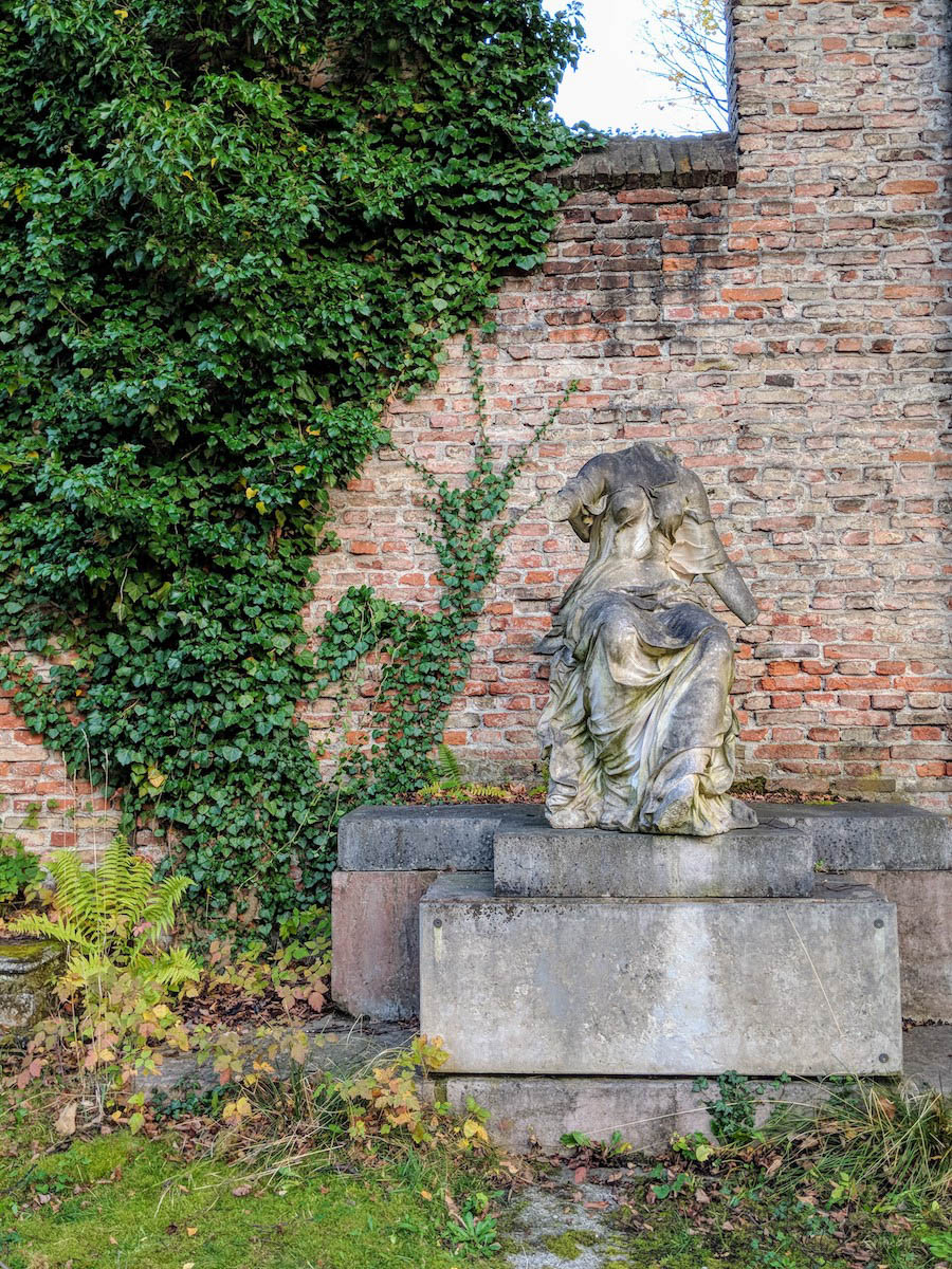 Munich graveyard alternative things to do in Munich
