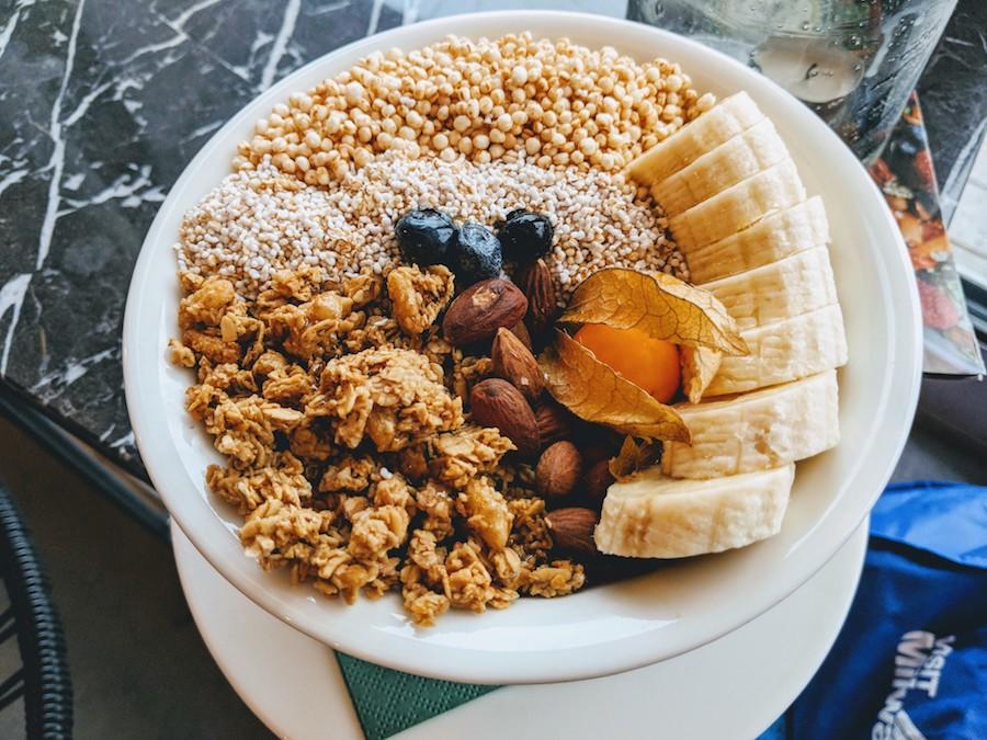 vegan food in munich acai bowl wagners