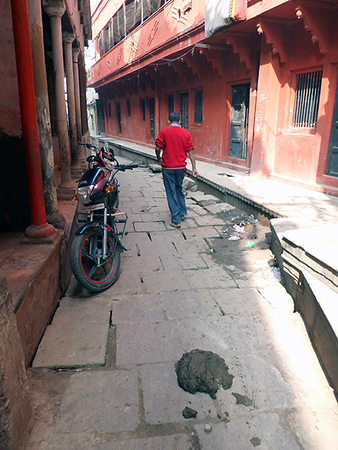 Narrow Lane (Varanasi)