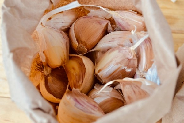GARLIC 1 OF 76 Things to GROW at home to save money at the grocery store, a perfect way to save money on groceries