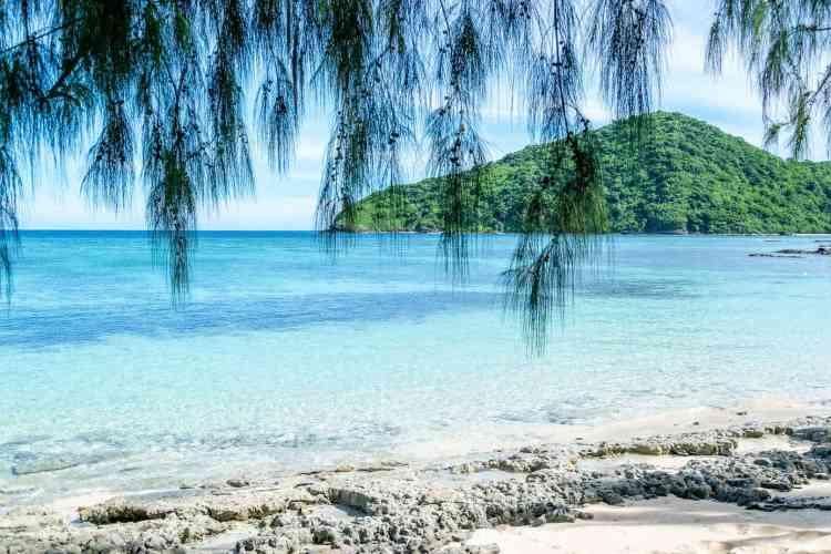 Bora Bora vs Fiji