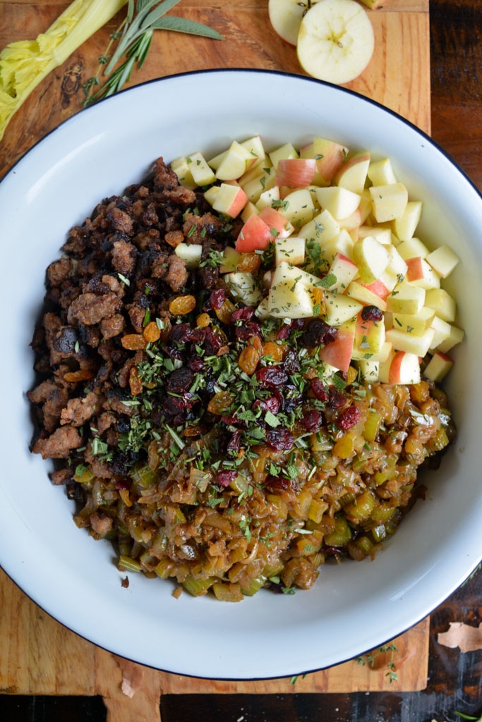 Best Ever Sausage and Apple Stuffing Ingredients