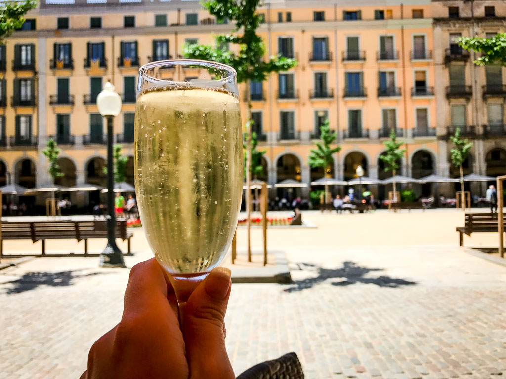 Cava in the Placa de la Independencia
