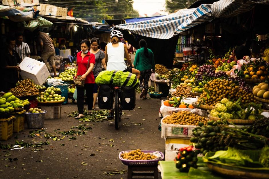 morning market Vietnam