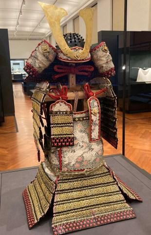 小桜韋威鎧(兜・大袖付)楯無鎧の模作[東京国立博物館]