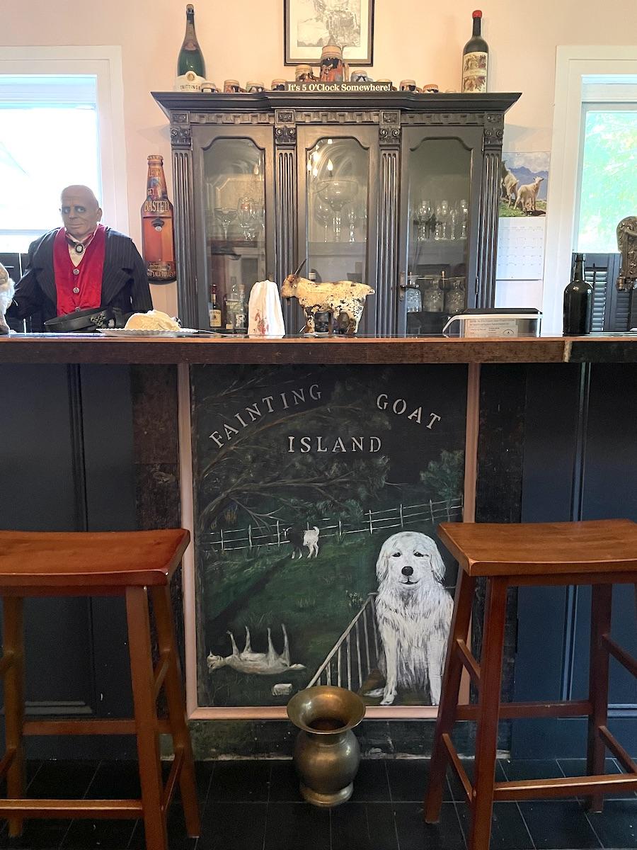 Fainting Goat Island Inn Bar