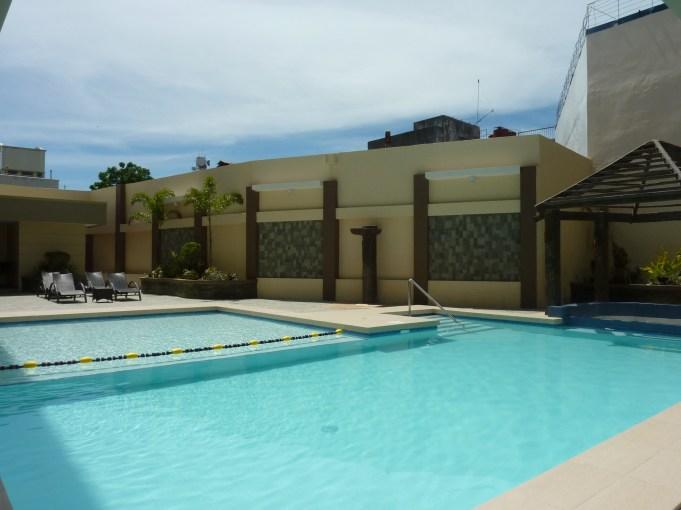 circle-inn-pool3