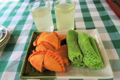 Curry Puff and Pancake Roll with Pandan Drink