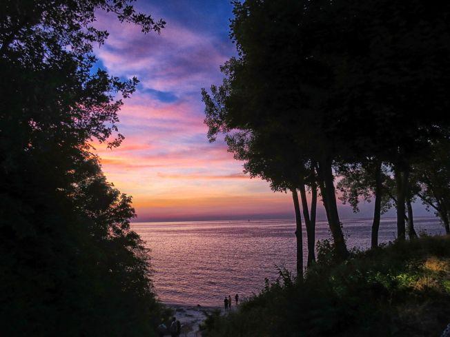edgewater park sunset best hiking cleveland metroparks