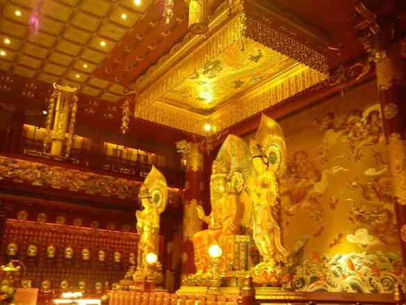 The Buddha Tooth Relic Temple and Museum in the Chinatown district, Crazy Singapore.