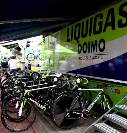 During city time trials, it's easy to check out the respective sponsored team's bikes.