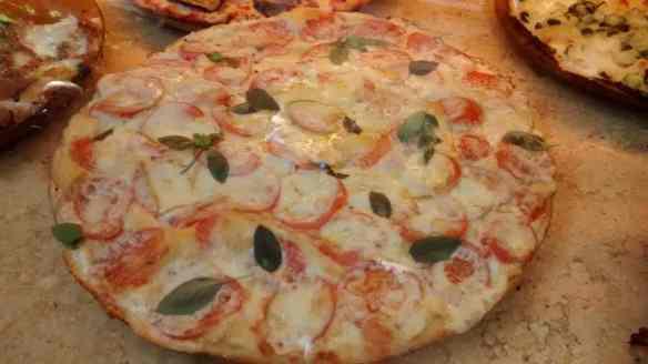 Bergamo Italian Pizza, Tomato, Cheese, Basil, Delicious