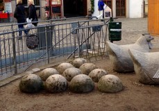 These stones are actually cannonballs from a past war, but they added hen statues in front of the cannonballs so they look like their eggs.