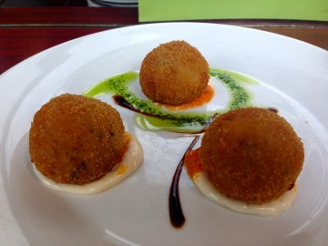 Croquettes from the Spanish tapas vendor in the Markthalle
