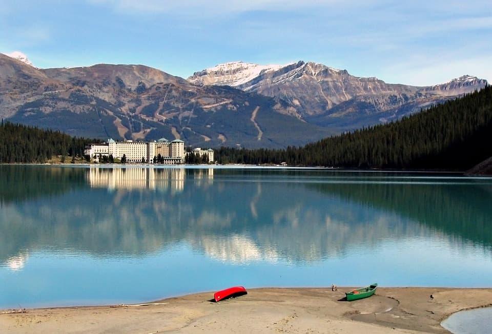 lake-louise-613135_960_720.jpg