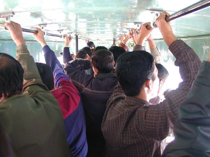 Delhi_Bus_Crowded.JPG