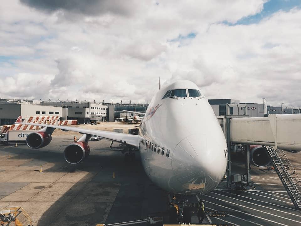 airplane-926650_960_720.jpg