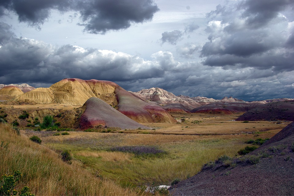stormy-badlands-3658494_960_720.jpg