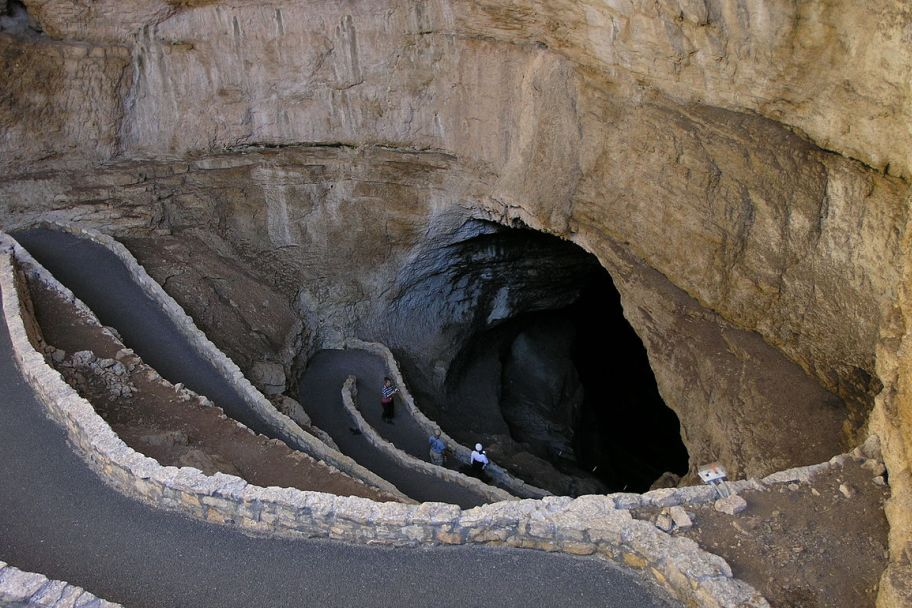 Carlsbad Caverns Entrance.jpg