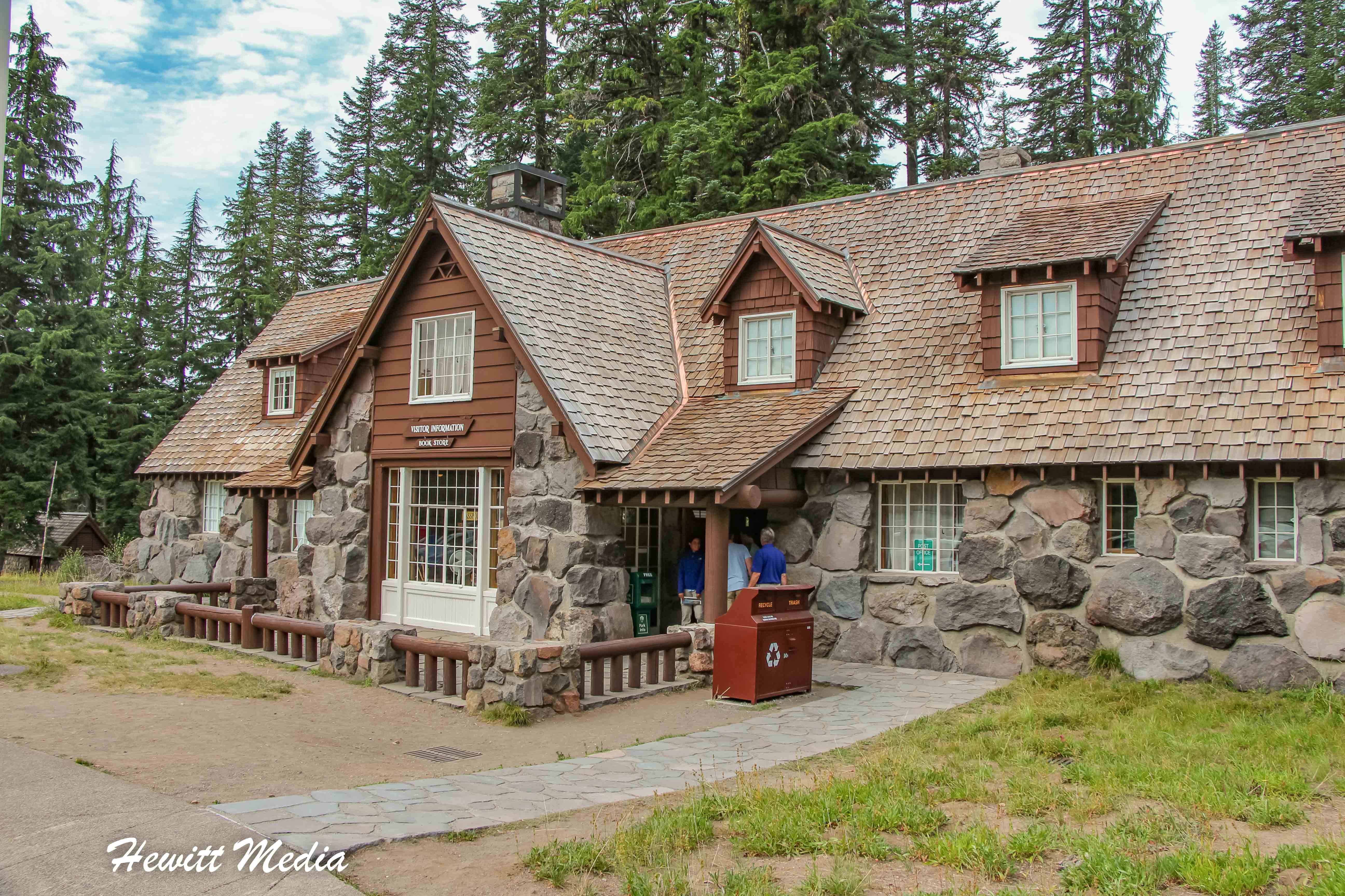The visitor center in Crater Lake National Park