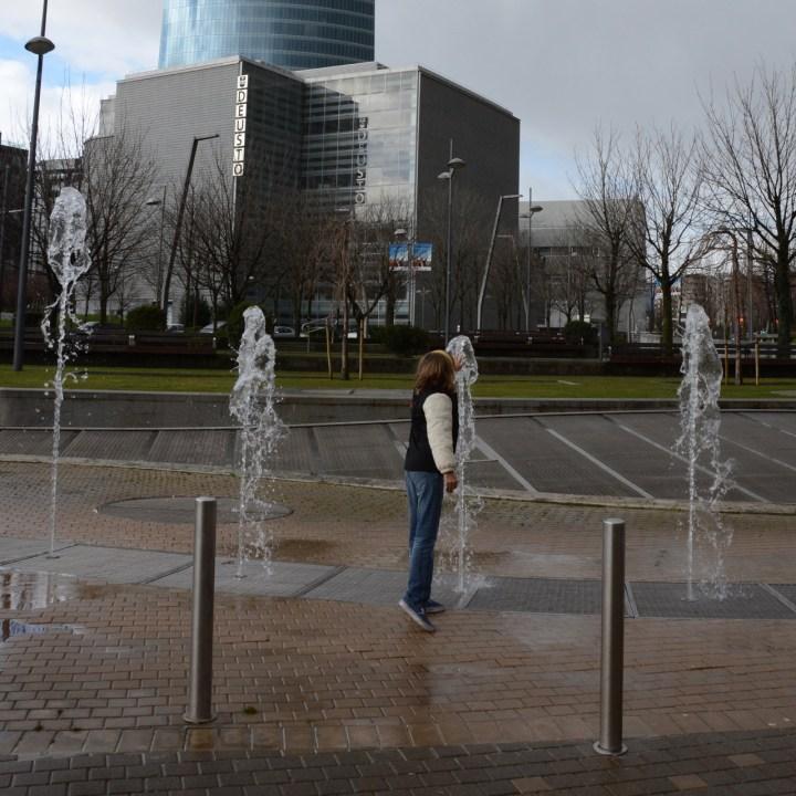 bilbao fountain guggenheim museum spain