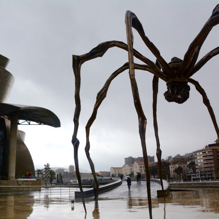 maman sculpture louise burgois guggenheim museum bilbao