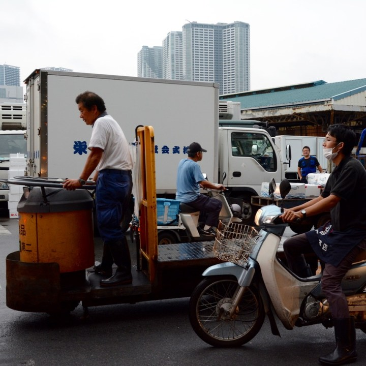 Tsukiji tokyo fishmarket traffic jam