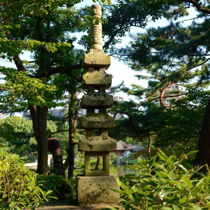 Hiroshima Shukkeien japanese garden lake stone lantern