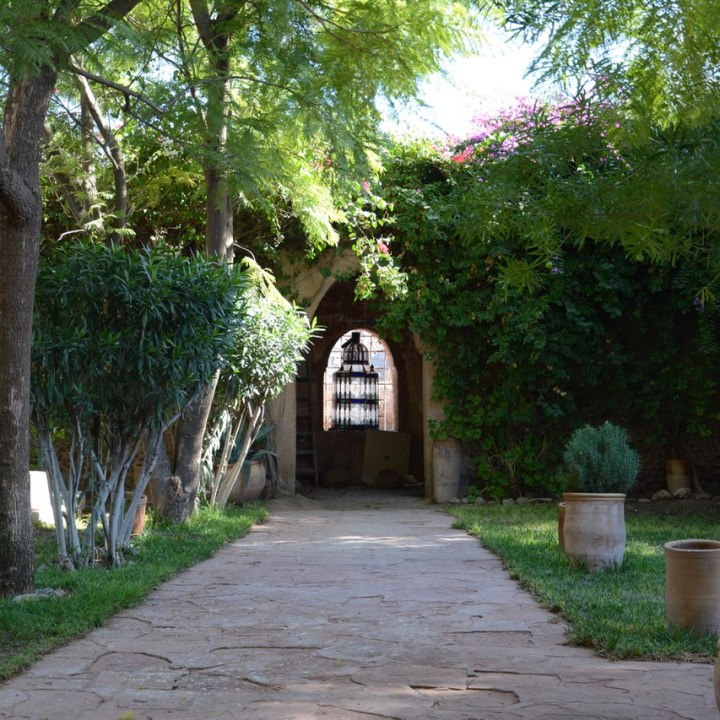 travel with kids children morocco marrakech hotel caravanserai garden path