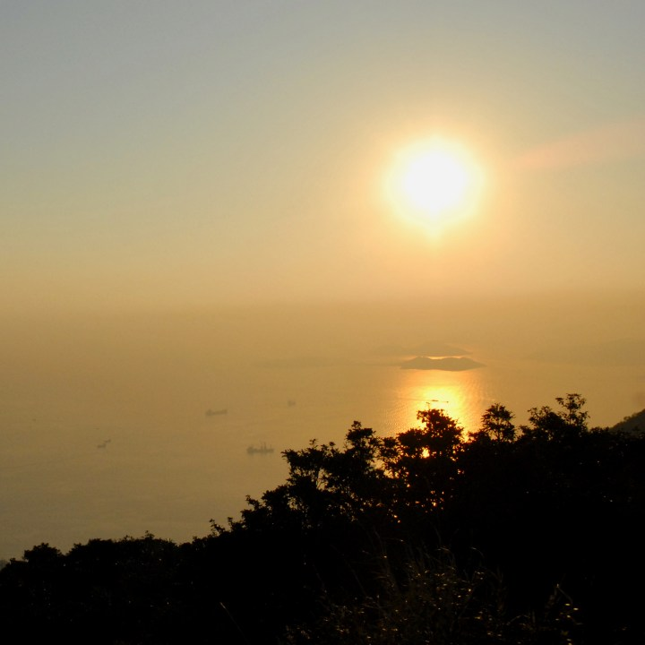 travel with kids children hong kong the peak victoria peak sunset