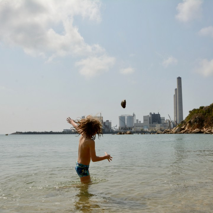 travel hong kong with kids children lamma island hung shing yeh beach