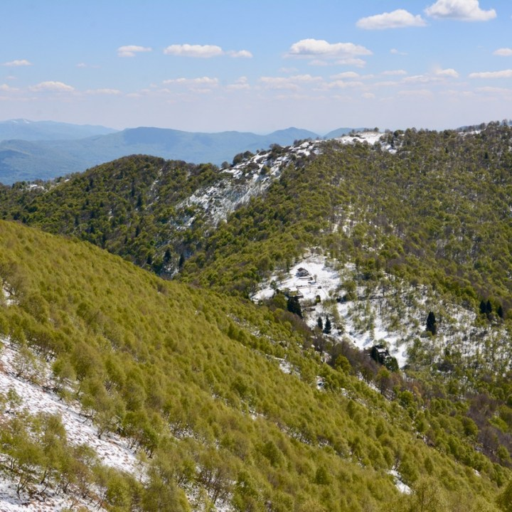 travel with kids children mount spalavera lago maggiore hiking snow hills