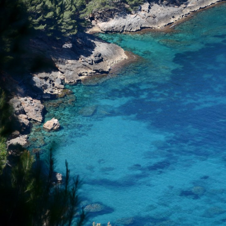 travel with kids children soller mallorca spain hiking cala tuent calm sea