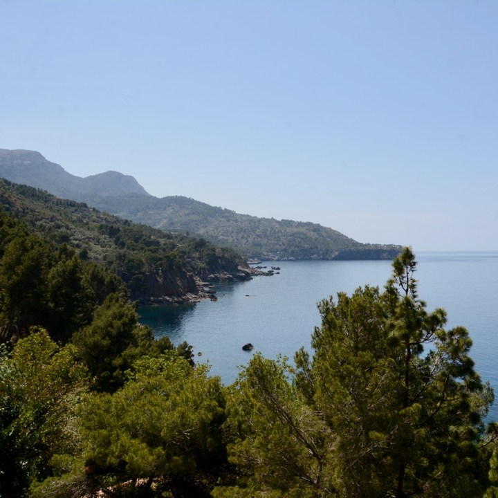 travel with kids children soller mallorca spain coastal hike ben's d'avall to cala deia coastline